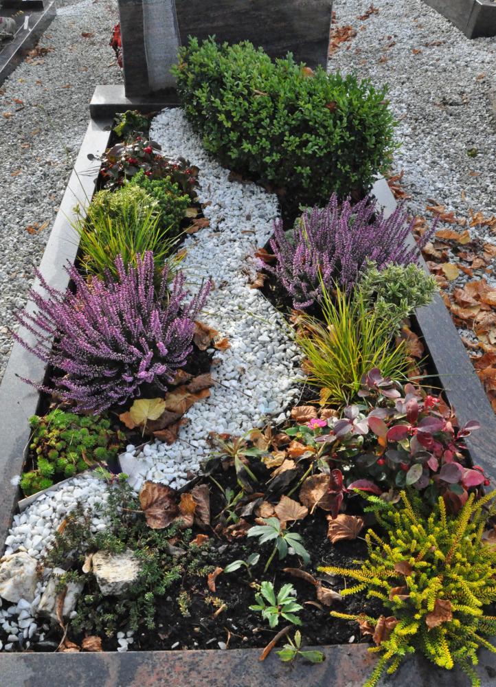 grabbepflanzung bilder grabbepflanzung blumen bindekunst sieg bruchsal herbst grabgestaltung. Black Bedroom Furniture Sets. Home Design Ideas